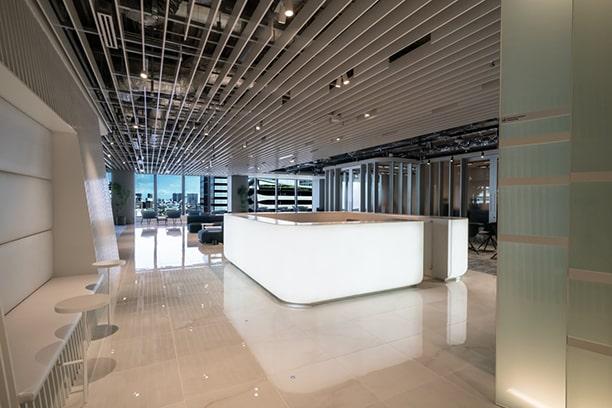 新たなワークスタイルと コミュニケーションが生まれる 東京湾に浮かぶ水上空港。
